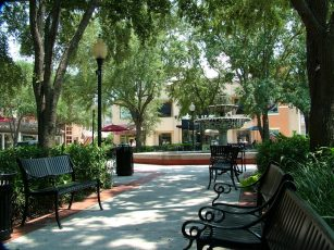 old hyde park village tampa 307x230 Tampa Shopping